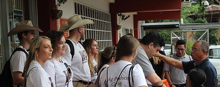 West Texas AM University de los Estados Unidos visitan la FCA